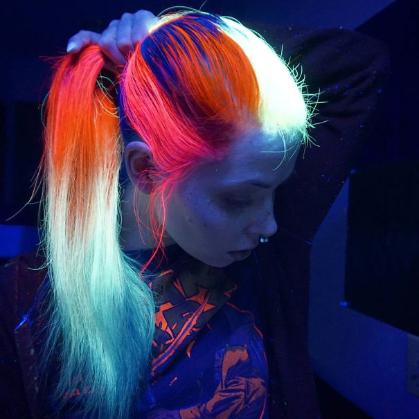 glow-in-dark-blacklight-hair-high-voltage-classic-manic-panic-10__605