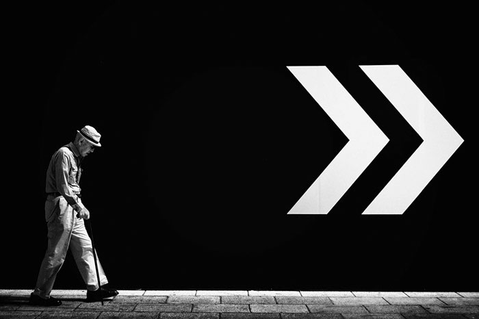 perfectly-timed-street-photography-99-58107d1c606a6__700